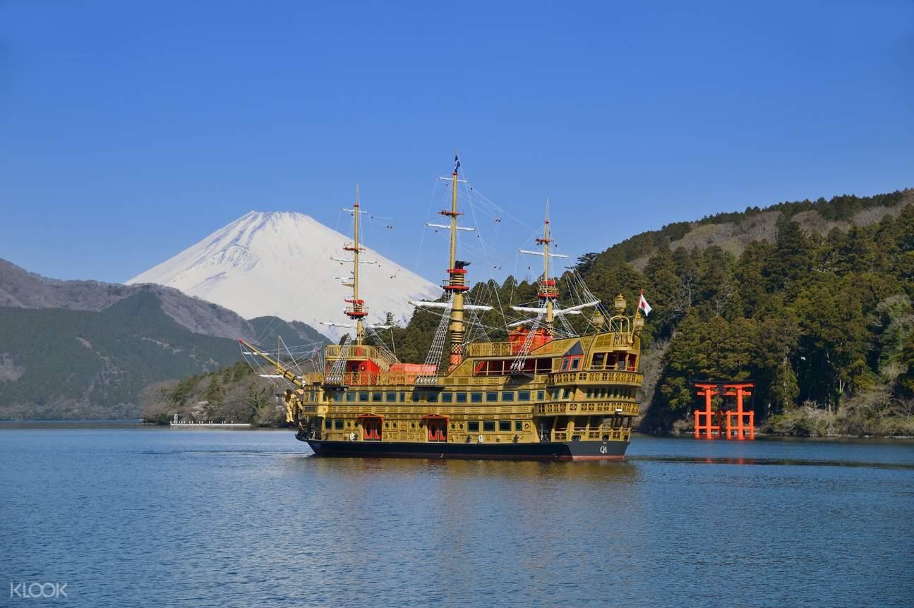 hakone sightseeing cruise ship royal II sailing on Lake Ashinoko